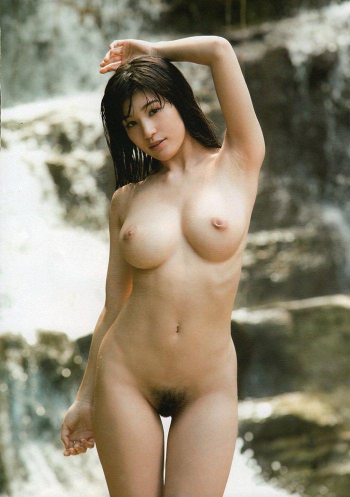 陰毛がバッチリ生えてるヌード美女 (6)