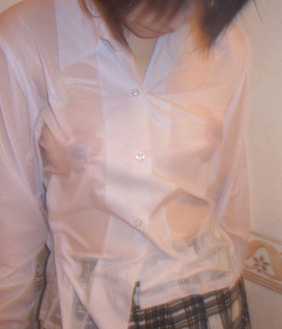 服から乳首がスケスケになってる (20)