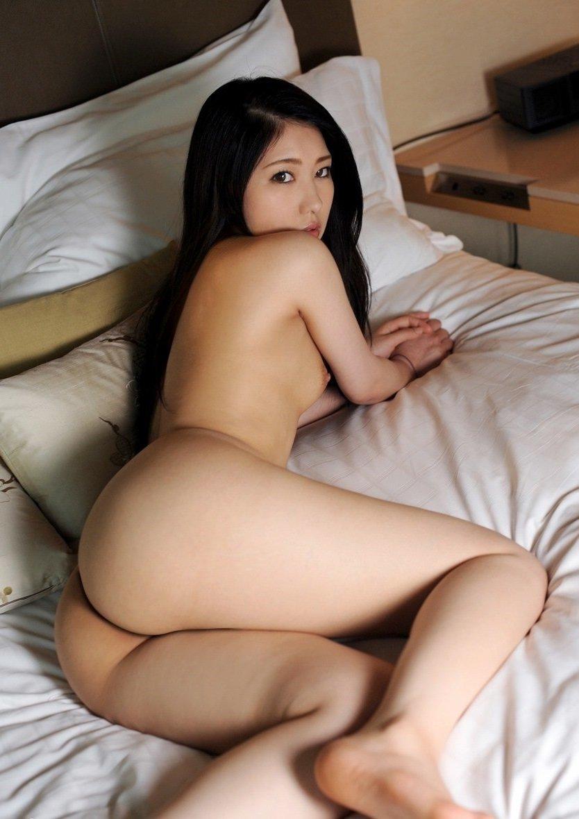 美尻を披露するヌード美人 (18)