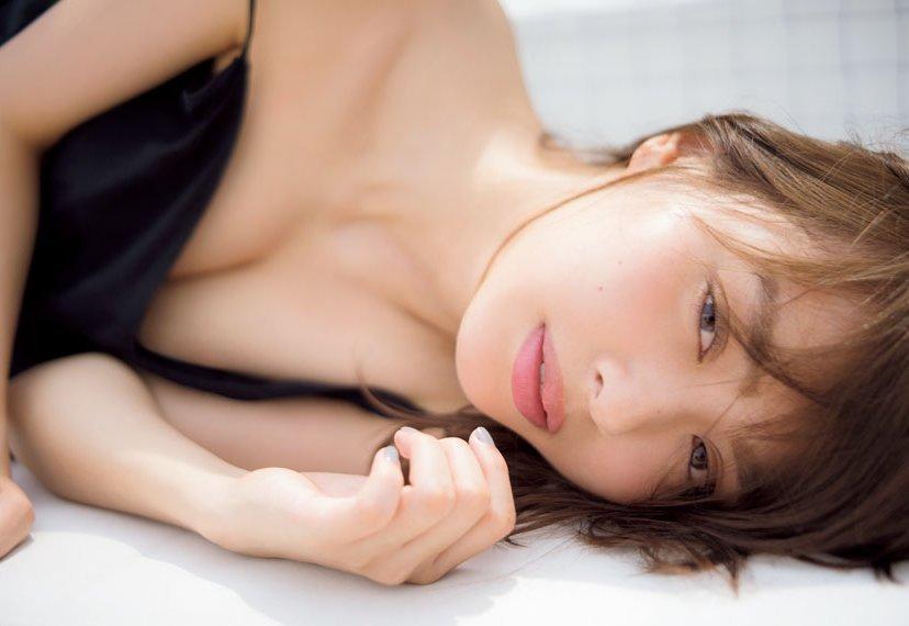 水着やセミヌードも披露する女優、内田理央 (3)