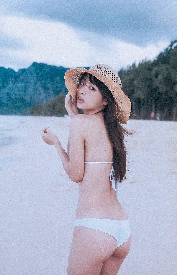 水着やセミヌードも披露する女優、内田理央 (11)