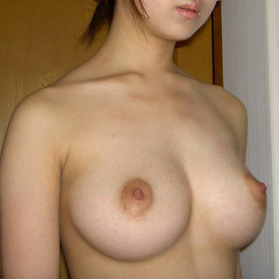 釣鐘型の美しい巨乳 (1)