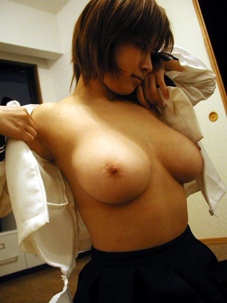 釣鐘型の美しい巨乳 (2)