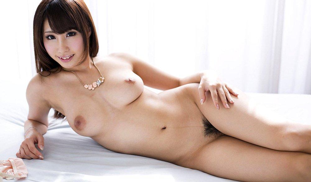 しっかり陰毛が生えた美女のヌード (14)