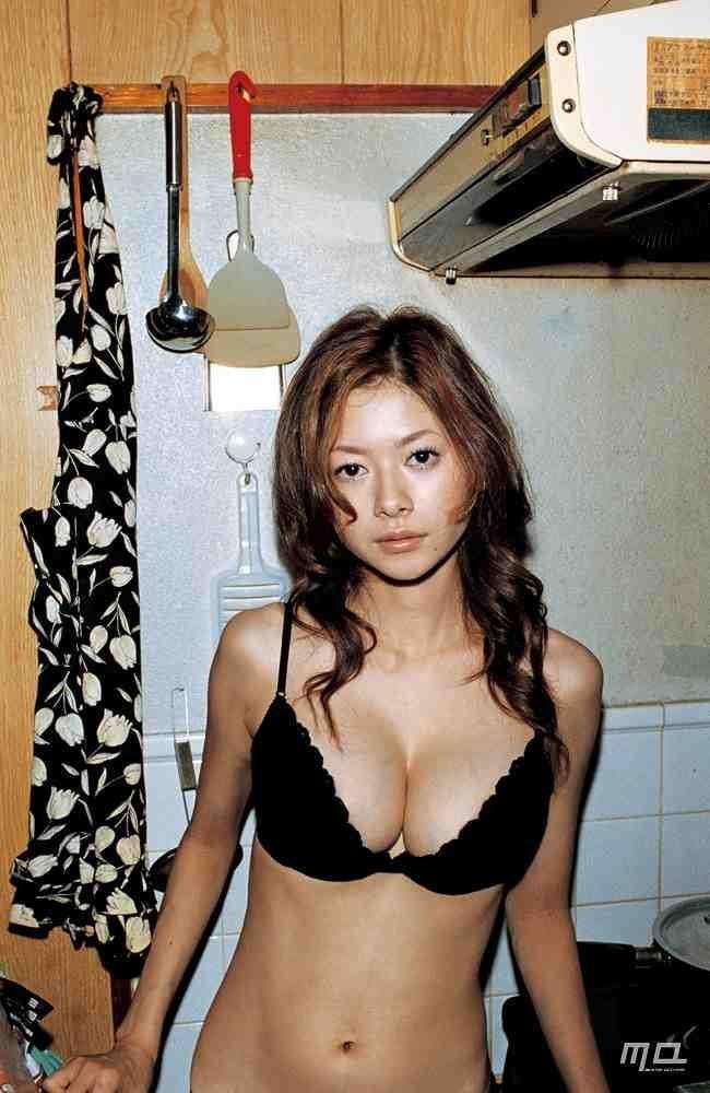 美人女優のセミヌード、真木よう子 (4)