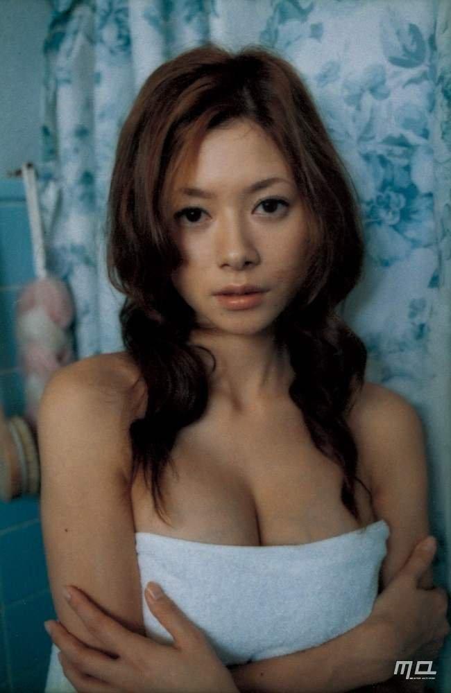 美人女優のセミヌード、真木よう子 (11)