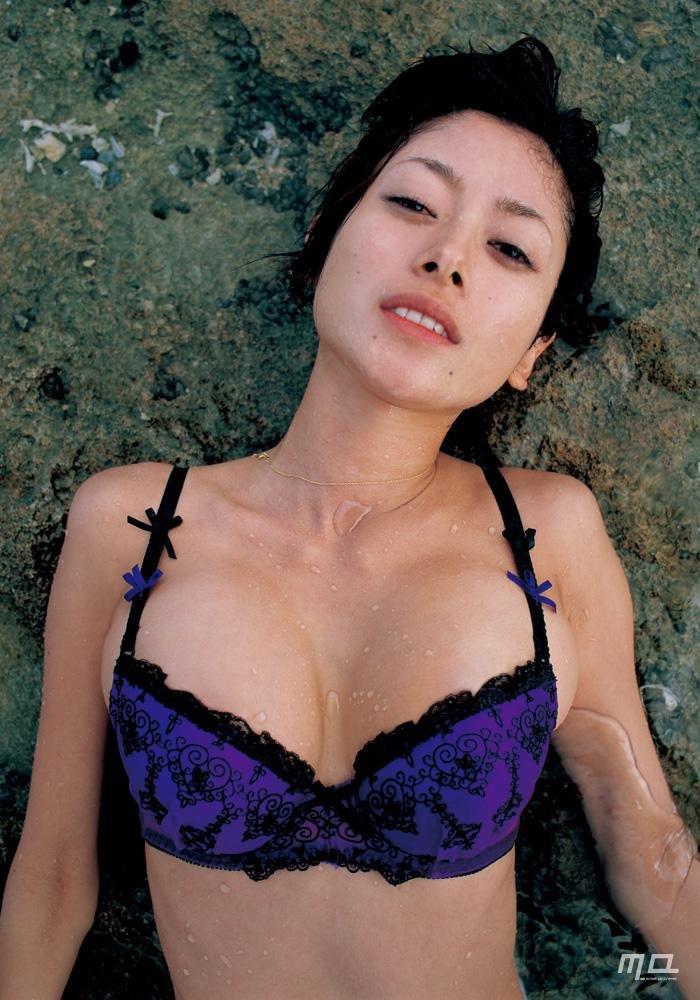 美人女優のセミヌード、真木よう子 (15)