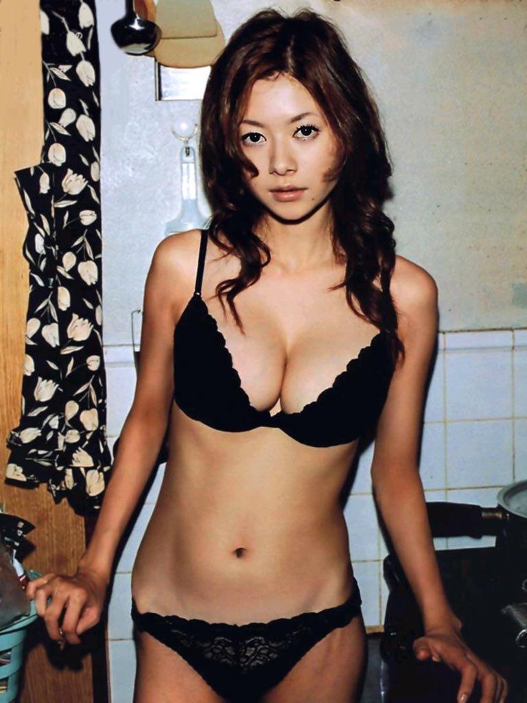 美人女優のセミヌード、真木よう子 (5)