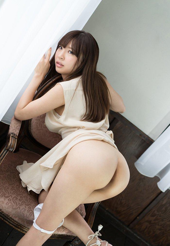 丸出しになった美尻がセクシー (6)