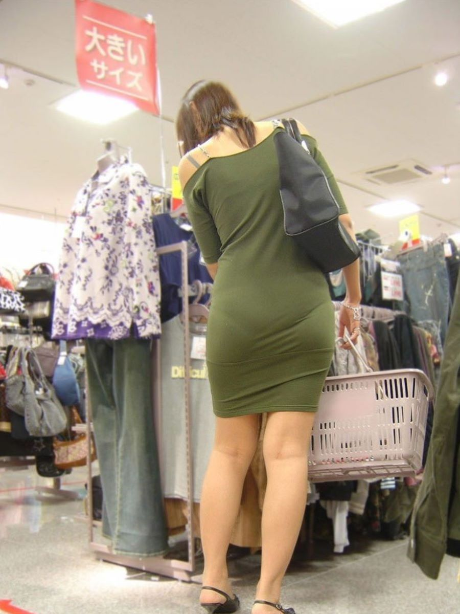 透けパン女性を街撮り (15)
