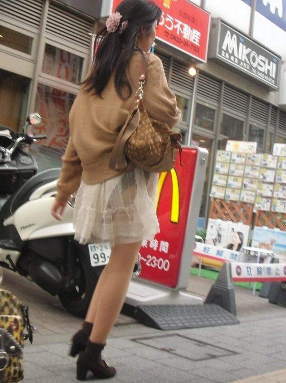 透けパン女性を街撮り (19)