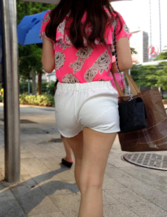 透けパン女性を街撮り (17)