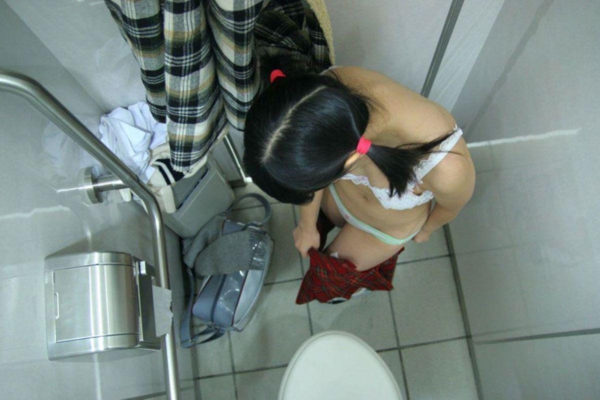 脱衣中の下着姿や全裸姿 (17)
