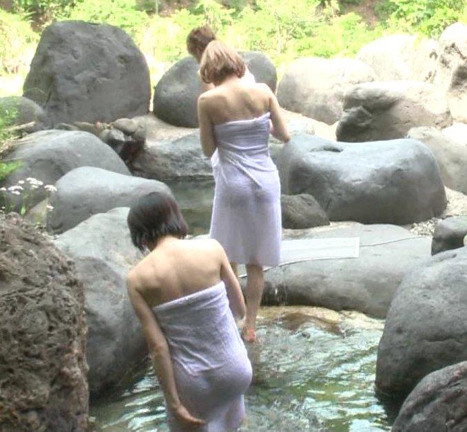 透けバスタオルの半裸美女 (8)