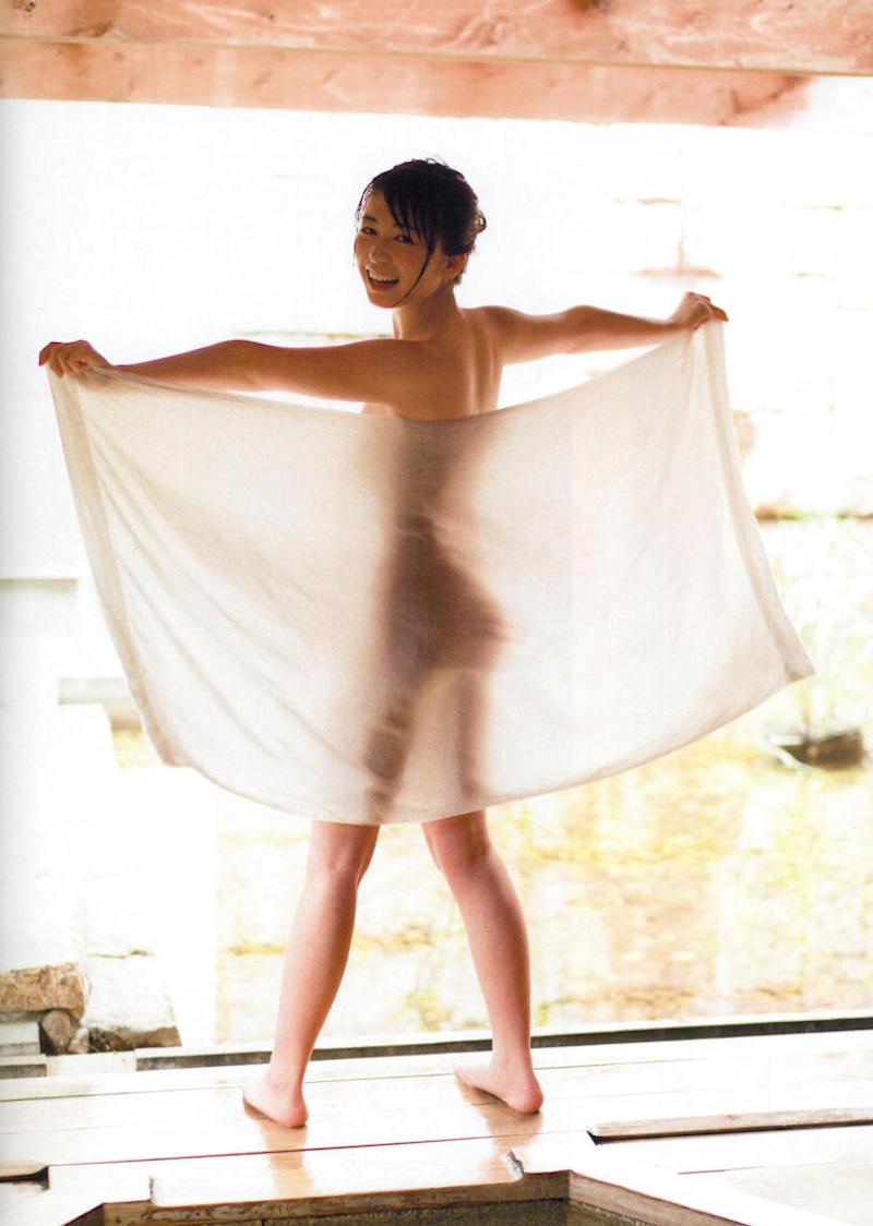 透けバスタオルの半裸美女 (2)
