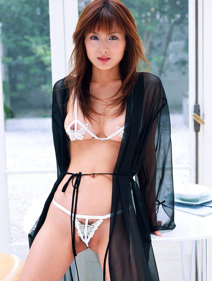 セクシーなランジェリーを着る女性 (7)