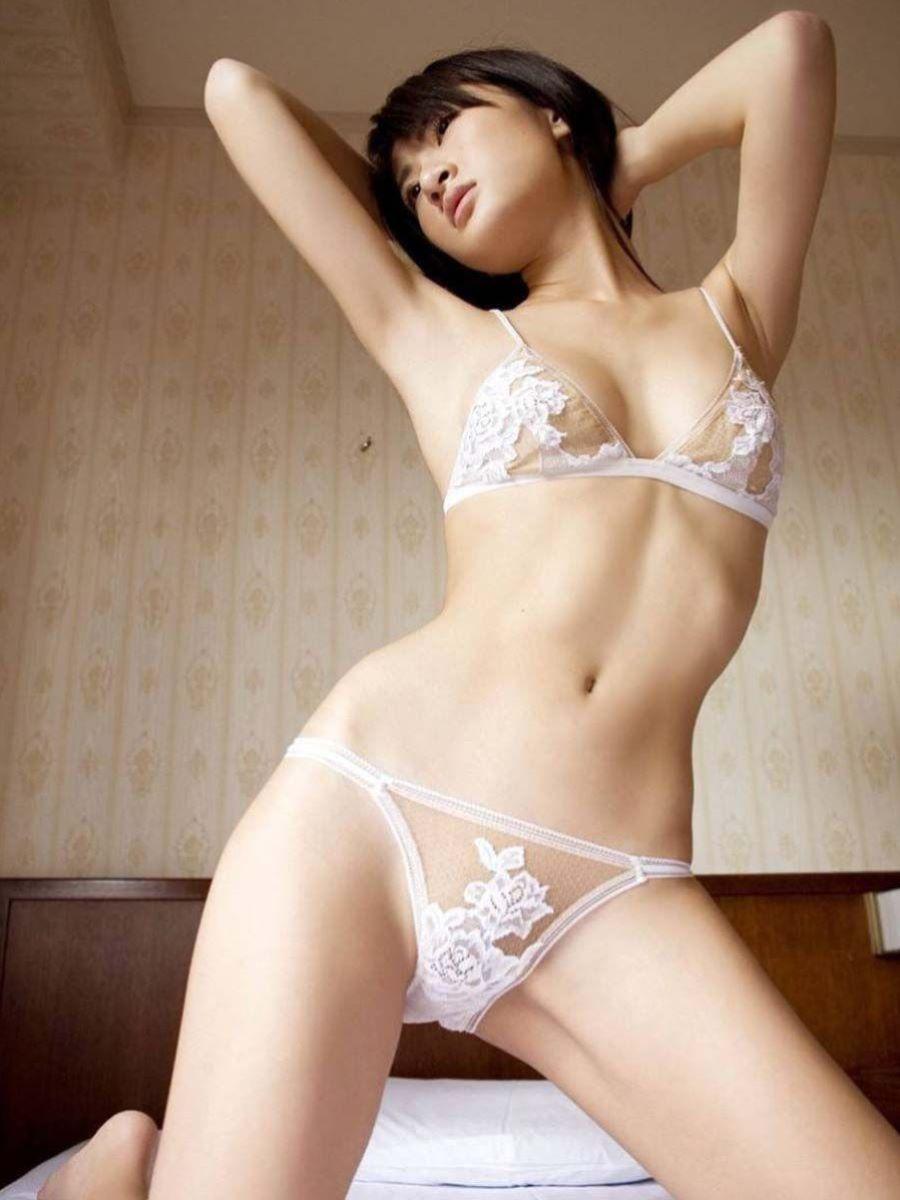 セクシーなランジェリーを着る女性 (3)