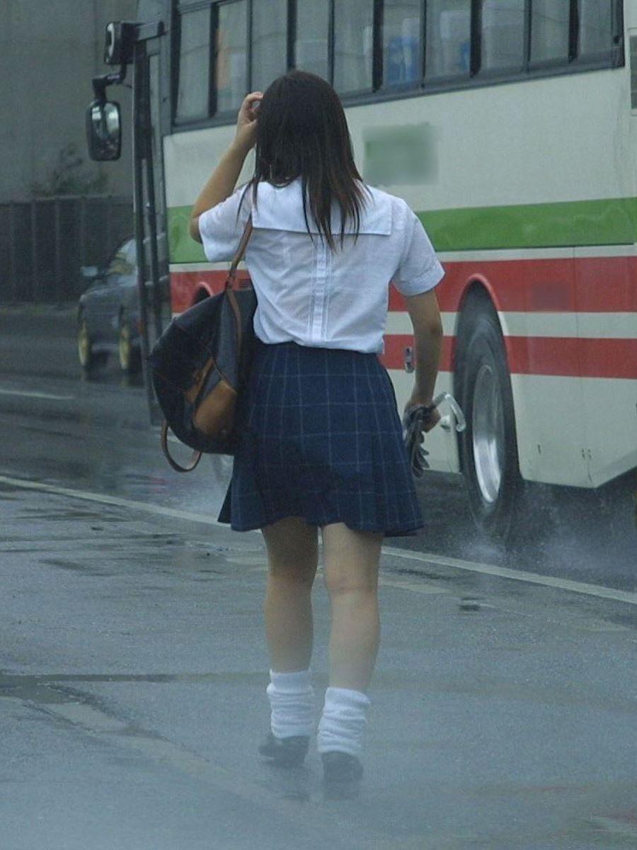 雨でブラジャーが透けたJK (17)