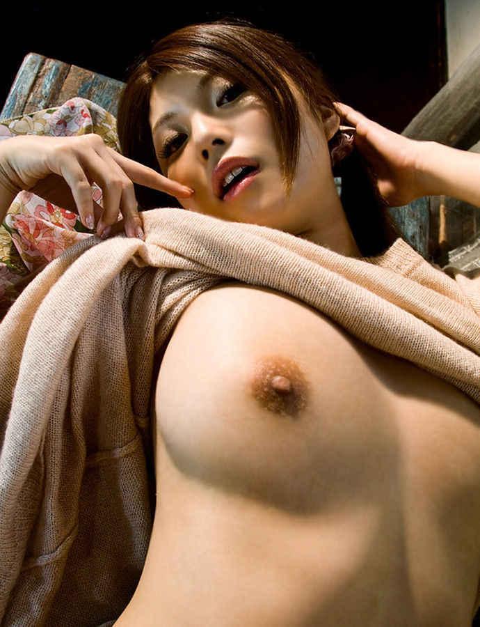 着衣状態からオッパイを露出 (3)