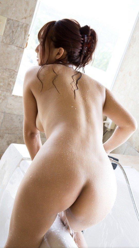 風呂場で見るヌード美女の美尻 (7)