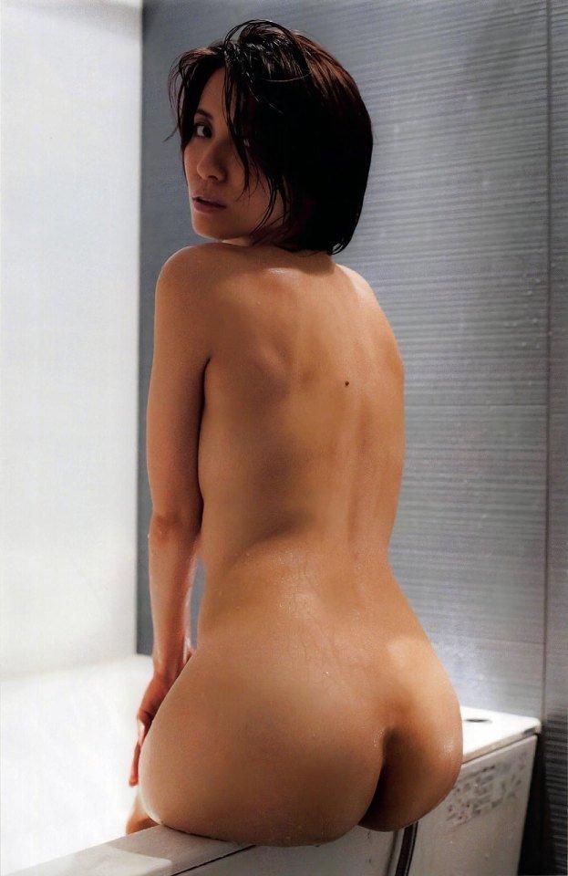 風呂場で見るヌード美女の美尻 (3)