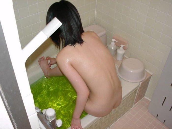 風呂場で全裸の素人さん (4)