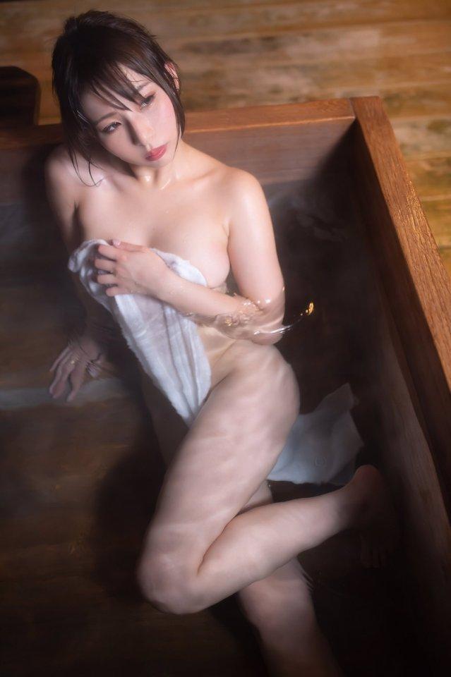 バスタオルだけの裸 (4)