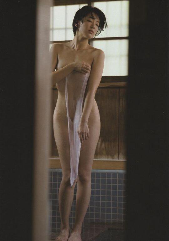 バスタオルだけの裸 (9)