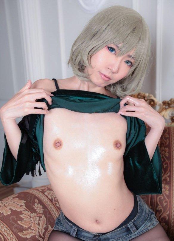 キュートな貧乳のヌード女性 (18)
