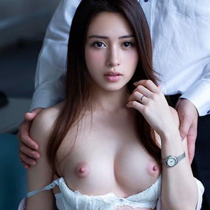 ハーフ女子大生の豪快SEX、霧島レオナ (1)