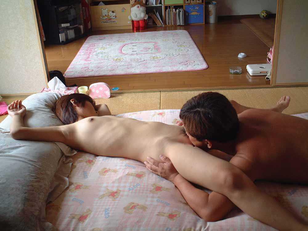 自分の家でSEXするカップル (4)
