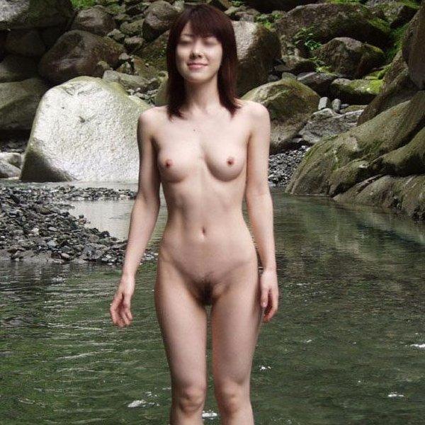 笑顔で全裸になる露出狂 (1)