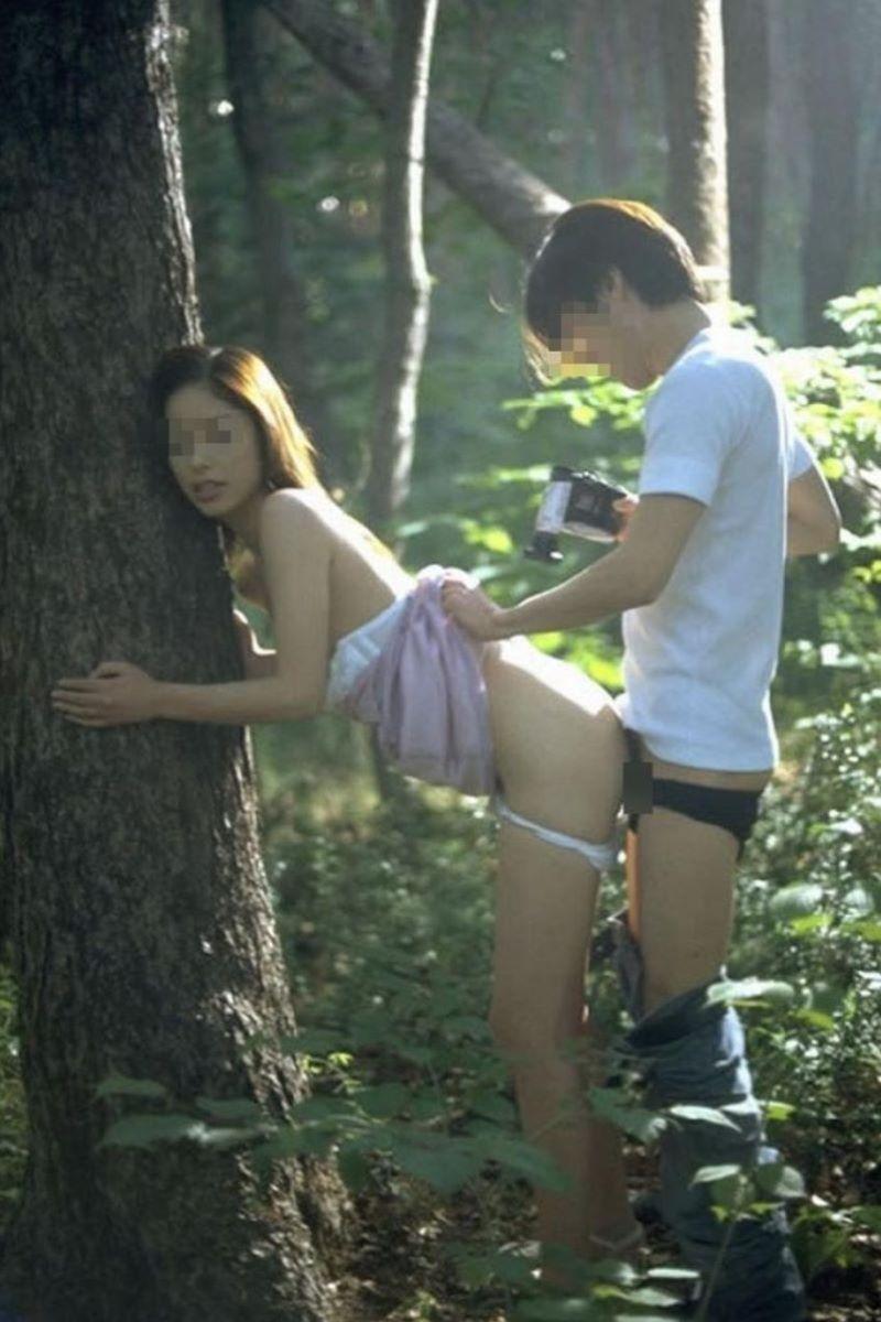 野外セックスが趣味のカップル (10)