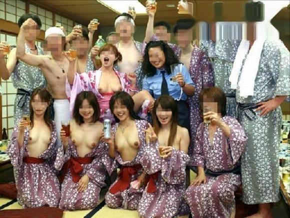 ふざけて裸になっちゃう素人グループ (9)