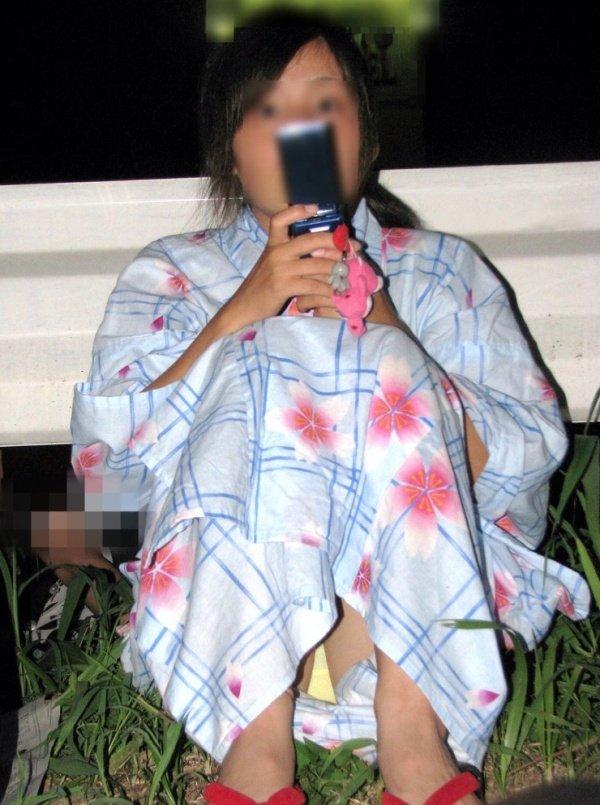 浴衣でパンチラしてる素人さん (18)