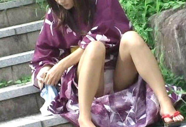 浴衣でパンチラしてる素人さん (19)