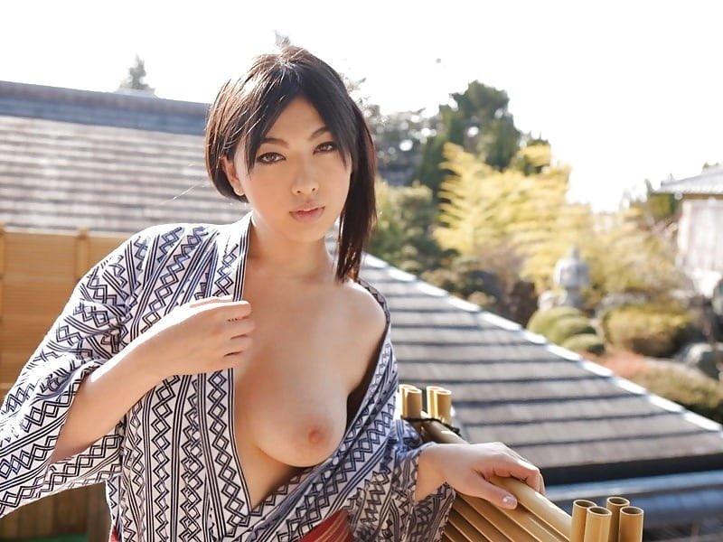 浴衣から乳首がチラ見え (16)