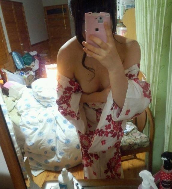 浴衣から乳首がチラ見え (11)