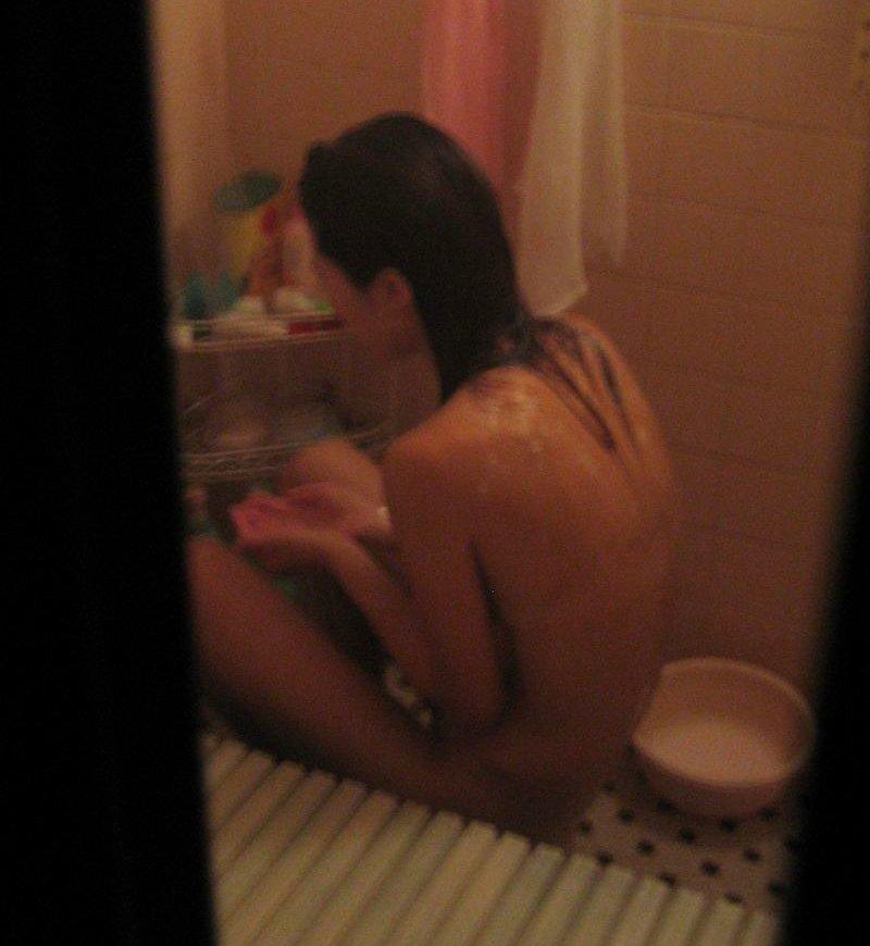 自宅の風呂に入ってる裸の女子 (4)