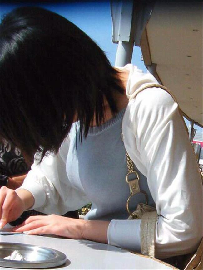 着衣巨乳が目立つ女性 (8)