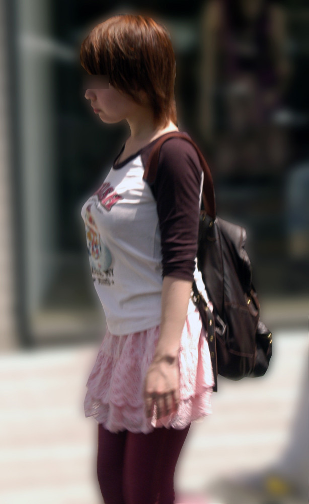 着衣巨乳が目立つ女性 (4)