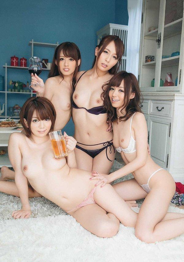 全裸美人の集合写真 (16)