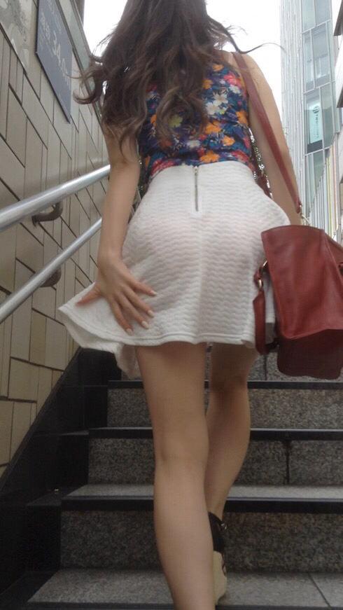 透けパン女子が街を行く (4)