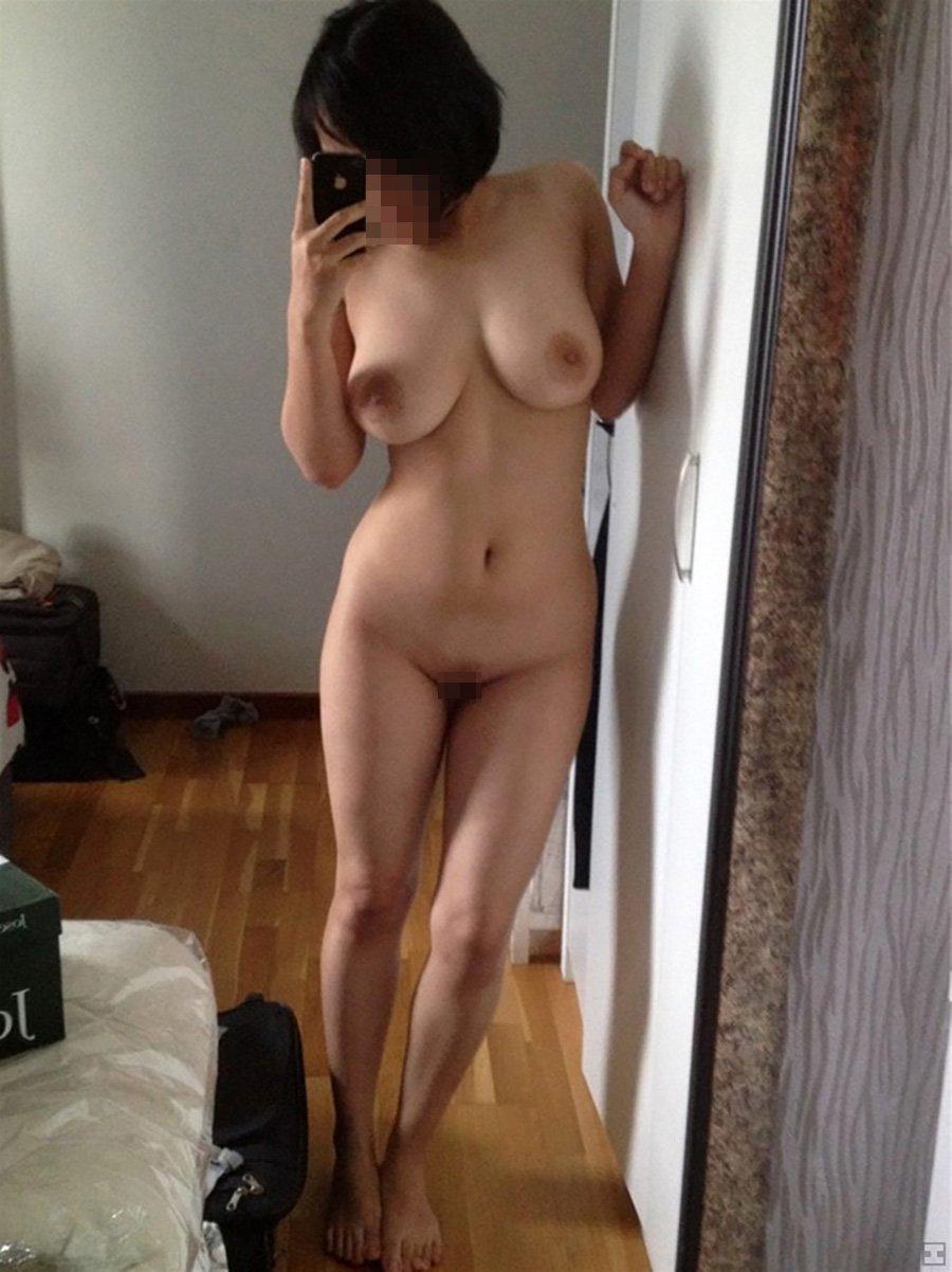 ヌードを自撮りするエロ女子 (14)