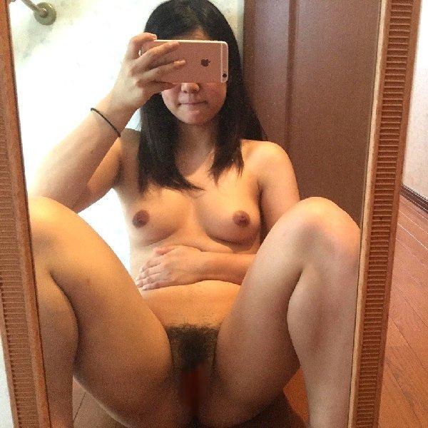 ヌードを自撮りするエロ女子 (1)