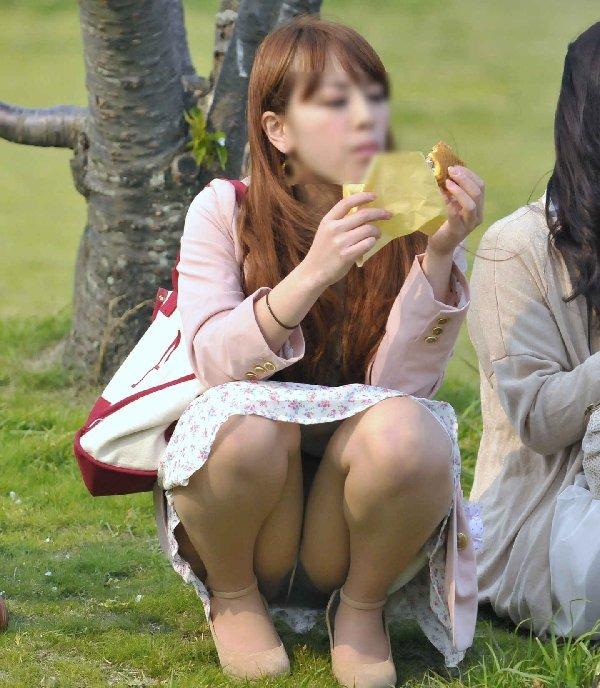 公園でパンチラしてる素人さん (14)
