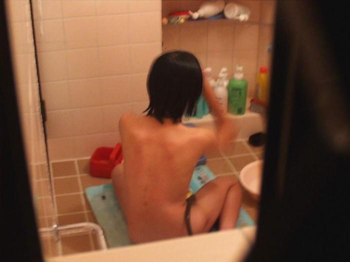 風呂場の窓から見えたヌード女性 (16)