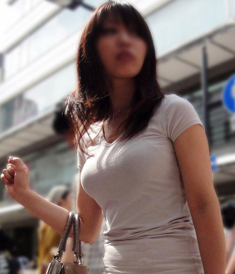 着衣巨乳の迫力おっぱい (2)