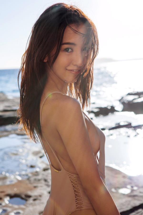 アイドルや女優の横乳 (13)