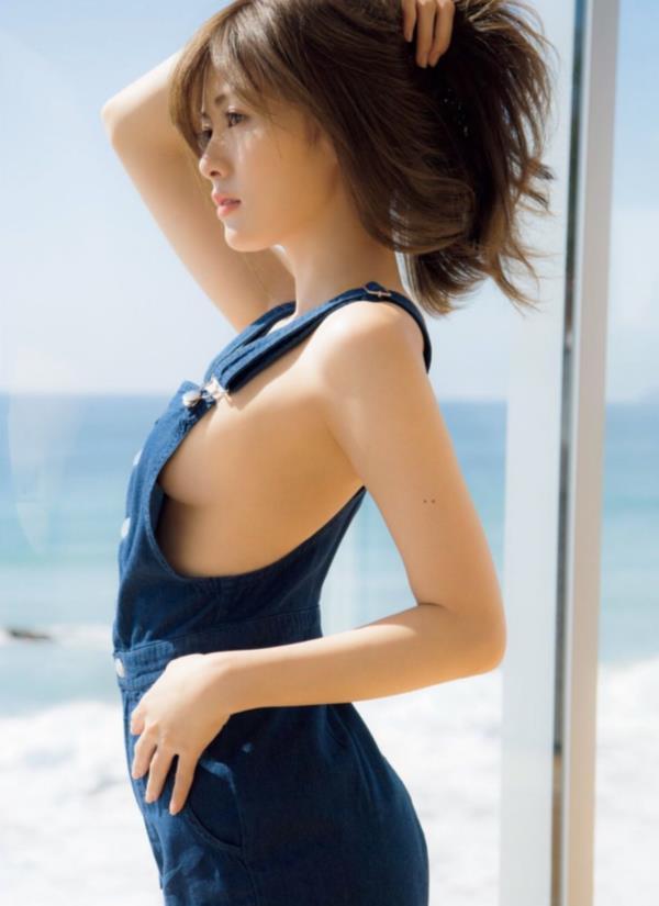 アイドルや女優の横乳 (12)
